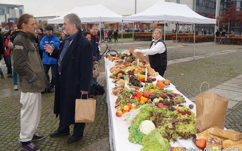 151016 Aktion Lebensmittelverschwendung Berlin 2