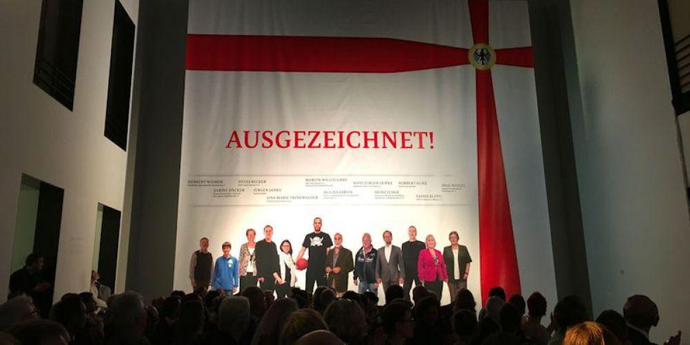 151103 Verleihung Bundesverdienstkreuz Aga Zia Farsin Edewecht Berlin 5