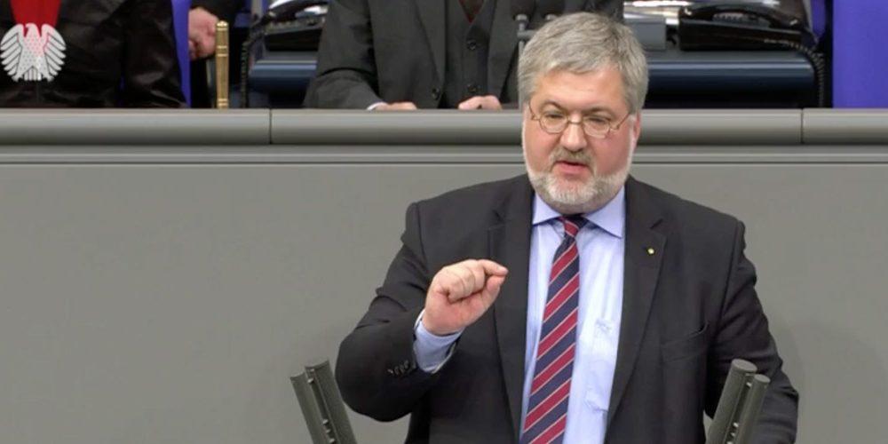 Stephan Albani am Rednerpult im Deutschen Bundestag