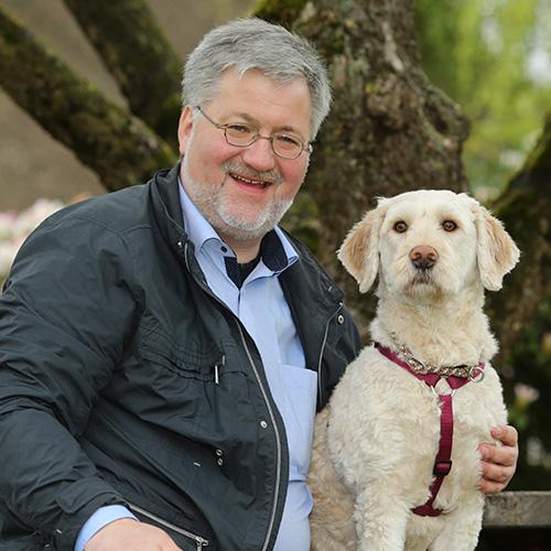 Stephan Albani mit seinem Hund Maximus