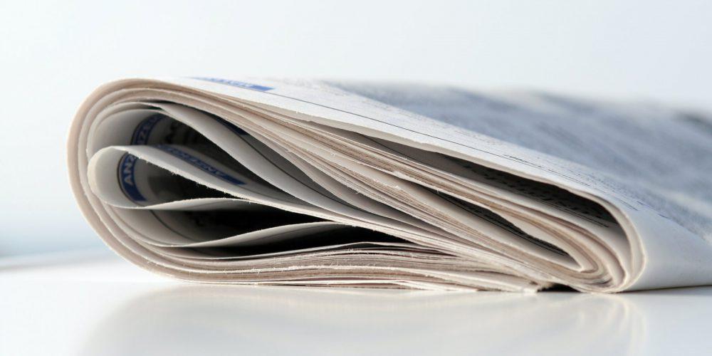 Zusammengerollte Zeitung