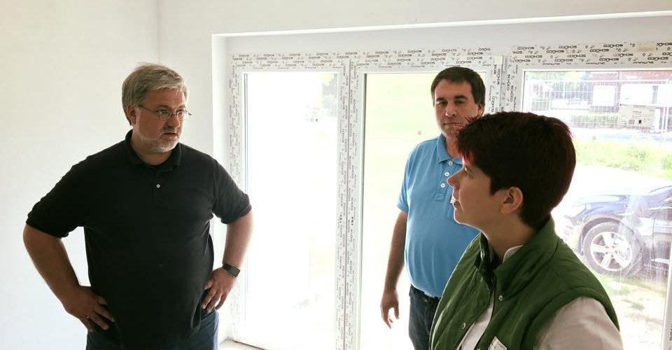 Albani in Aktion bei der Ammerlaender Wohnungsbaugesellschaft - Gespraech im Neubau
