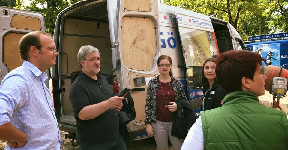 Albani in Aktion bei der Ammerlaender Wohnungsbaugesellschaft - Ein Generalunternehmer erklärt dem Abgeordneten seine Arbeit.