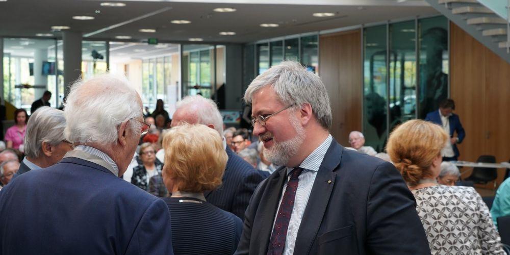 Stephan Albani gratuliert dem Bundesvorsitzenden Prof. Wulff zu 30 Jahren Senioren Union Deutschlands